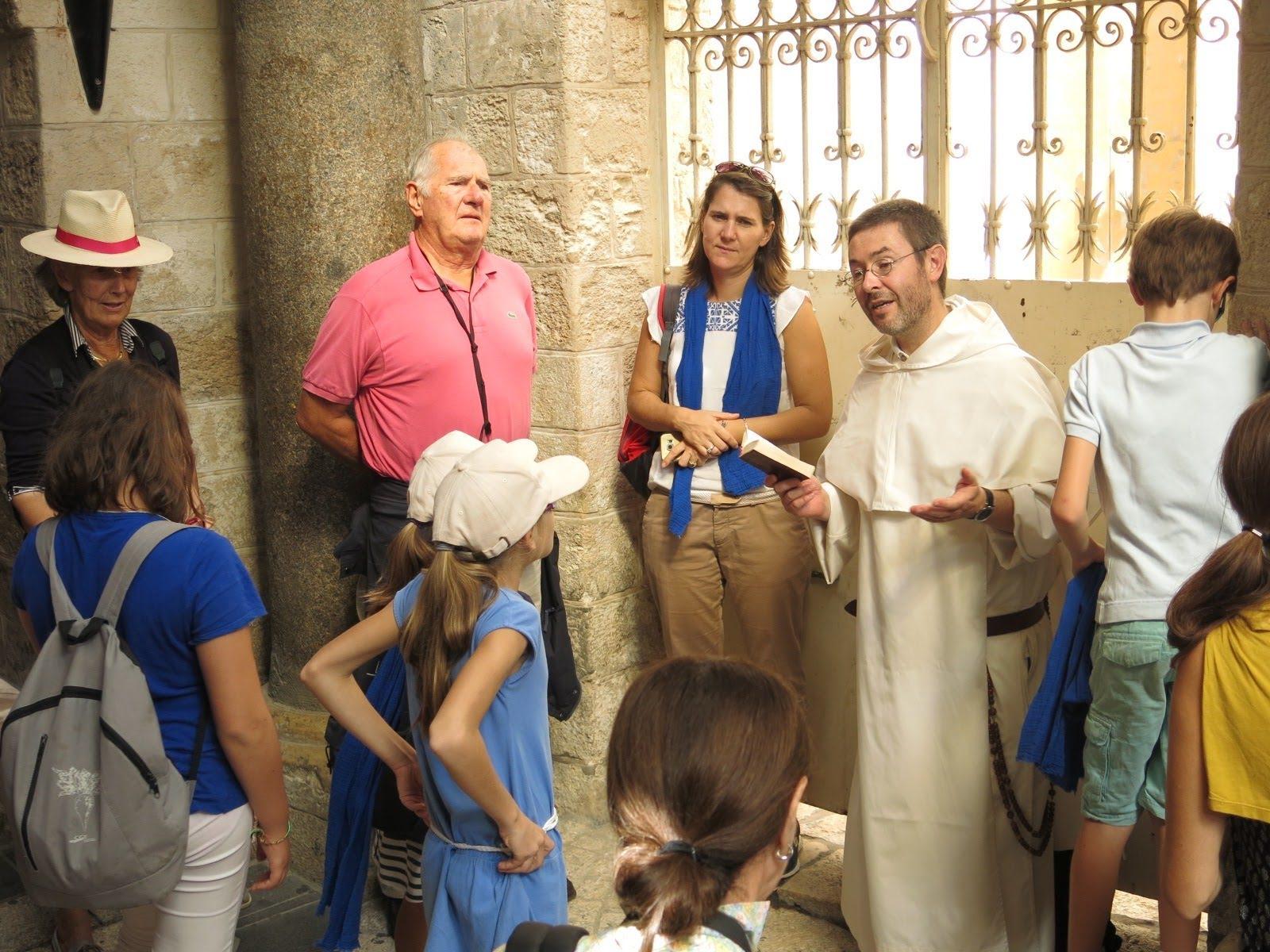 Caritas Pro Vitae Gradu, Charitable & Philanthropic Trust, Ariane Slinger